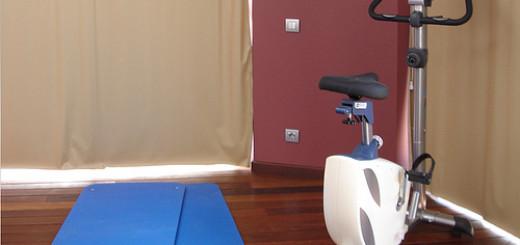 gimnasio en casa bicicleta colchoneta